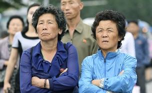 צפון קוריאנים צופים בפגישת קים טראמפ (צילום: רויטרס, חדשות)