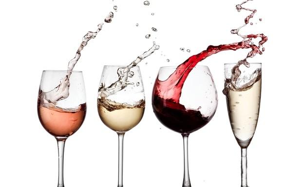 כוסות יין (צילום: shutterstock | Mariyana M)