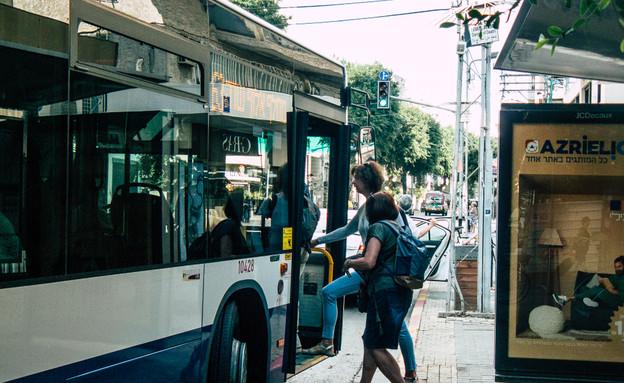 אוטובוס בתל אביב (צילום: Jose HERNANDEZ Camera 51, shutterstock)