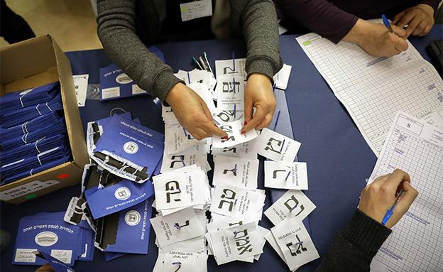 ספירת קולות בוועדת הבחירות (צילום: נועם רבקין פנטון, פלאש 90, חדשות)