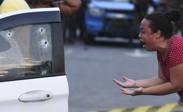 אשתו של הנרצח (צילום: AP/Fabio teixeira)