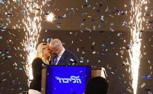 כך נתניהו חגג את ניצחונו (צילום: איתן אלחדז/TPS, חדשות)