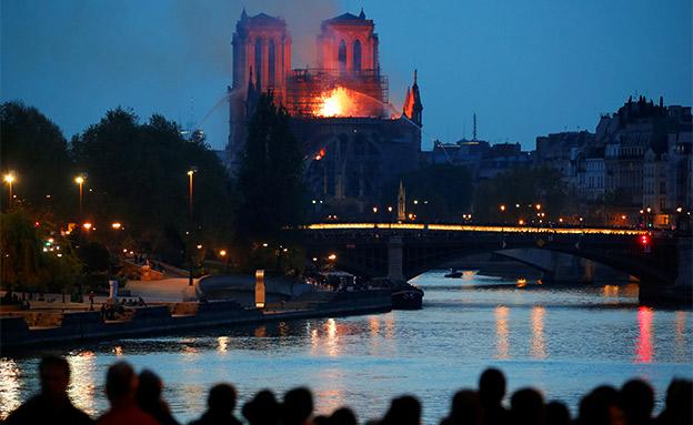 השרפה בקתדרלת נוטרדאם בפריז (צילום: רויטרס, חדשות)