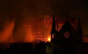 שרפה בקתדרלת הנוטרדאם (צילום: AP, חדשות)