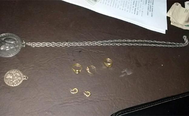 התכשיטים הגנובים שנתפסו (צילום: משטרת בואנוס איירס, חדשות)