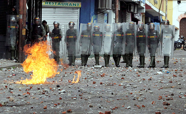 אלפי לוחמים פרוסים ברחובות (צילום: רויטרס, חדשות)
