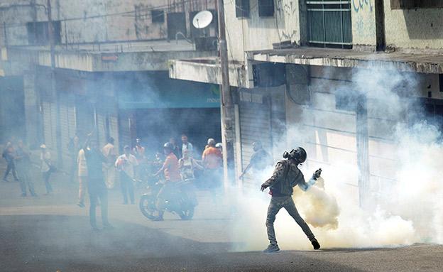 הפגנות ענק נגד מאדורו (צילום: רויטרס, חדשות)