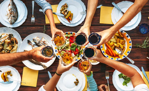 ארוחה גדולה (צילום:  Soloviova Liudmyla, shutterstock)