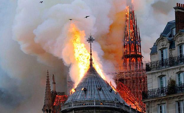 שריפה בקתדרלת נוטרדאם בפריז (צילום: Sky News, חדשות)