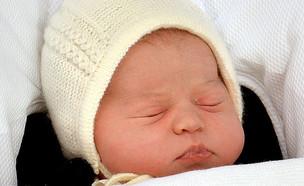 הנסיכה שרלוט ישנה לאחר צאתה מבית החולים (צילום: John Stillwell, Getty Images)