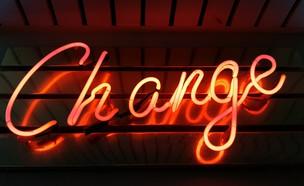 "השלט ""שינוי"" (צילום: ross findon, unsplash)"
