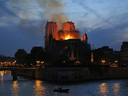 שרפת נוטרדאם, מוקד מחאה