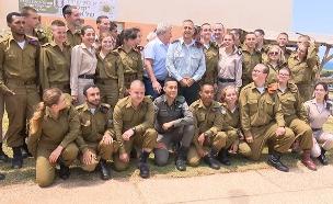 """הרמטכ""""ל כוכבי יחד עם החיילים (צילום: החדשות)"""