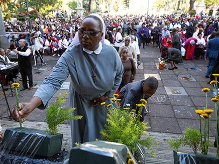 תפילה נוצרית בדרום אפריקה, אמש