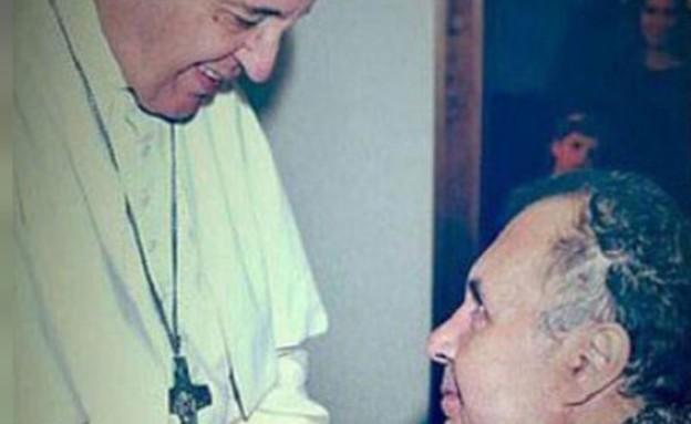 רוברטו והאפיפיור (צילום: twitter/@LAVOZcomar)