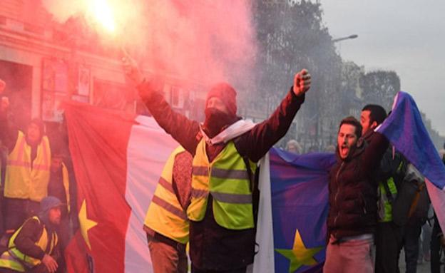 ישיר: מחאת האפודים הצהובים בצרפת (צילום: sky news, חדשות)