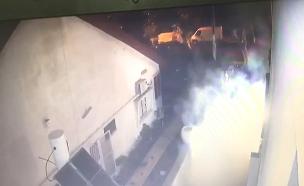 זריקת רימון לעבר בית עד באשקלון (צילום: חדשות)
