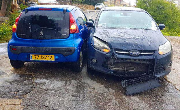 המכוניות לאחר ההתנגשות (צילום: מנדי גרינפלד, חדשות)