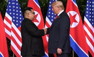 טראמפ וקים בפגישה הקודמת (צילום: AP, חדשות)