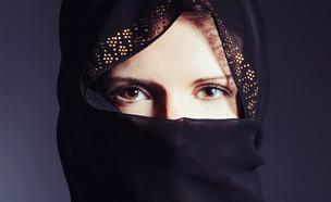 אישה מסתורית (צילום: shutterstock   Clari Massimiliano )