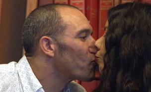 """הפגישה הראשונה של אלעד ורינת עם עינב  (צילום: מתוך הסרט """"שיר למעלות"""", קשת 12)"""