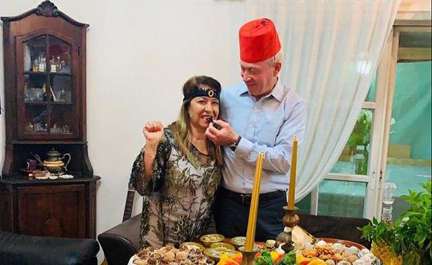 השר גלנט ורעייתו קלודין אוכלים מופלטות (צילום: ללא, חדשות)