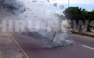 רגעי הפיצוץ במלון בקולומבו (צילום: רויטרס, חדשות)