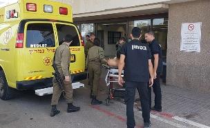 """המחבל שנפצע מאש צה""""ל מפונה לבית החולים (צילום: אהוד אמיתון/TPS, חדשות)"""