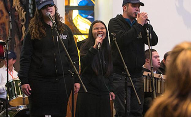 להקת בקצב השלווה בהופעה (צילום: עמותת שלווה, חדשות)