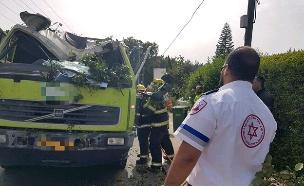 """רוכב אופנוע ונהג משאית נפגעו (צילום: מוחמד ושאח דוברות מד""""א, חדשות)"""