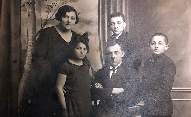 אהרון מכטיי ומשפחתו, שנת 1935 (צילום: חדשות)