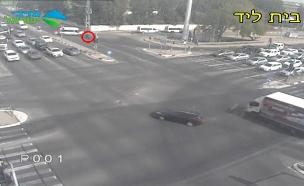 תיעוד: אופנוען מתרסק ברכב הסעות (צילום: נתיבי ישראל, חדשות)