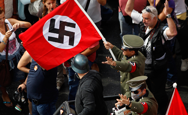 """""""אני מפחד כי גם היום יש נאצים בגרמניה"""" (צילום: רויטרס, חדשות)"""
