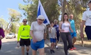 שאול לדני בצעידה (צילום: החדשות)