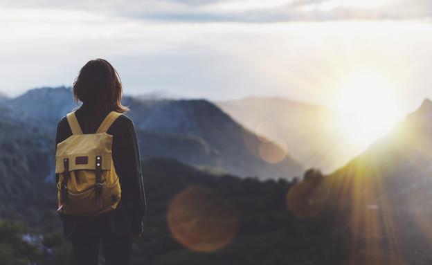מטיילת מול הנוף
