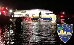 המטוס בנהר ליד ג'קסונוויל (צילום: SKY NEWS, חדשות)