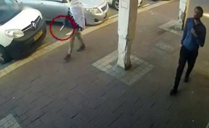 יהודה ביאדגה תועד עם סכין ברחוב (צילום: משרד המשפטים, חדשות)