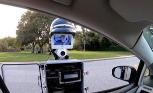 רובוט במקום שוטר תנועה (צילום: צילום מסך)