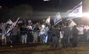 עימותים מחוץ לטקס המשותף, אמש (צילום: החדשות)