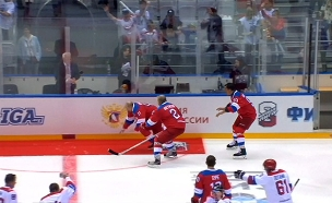 צפו בסיבוב הניצחון המביך של פוטין (צילום: רויטרס, חדשות)