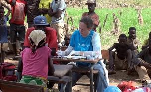 שרון שאול, ישראלית שמסייעת במוזמביק (צילום: חדשות)