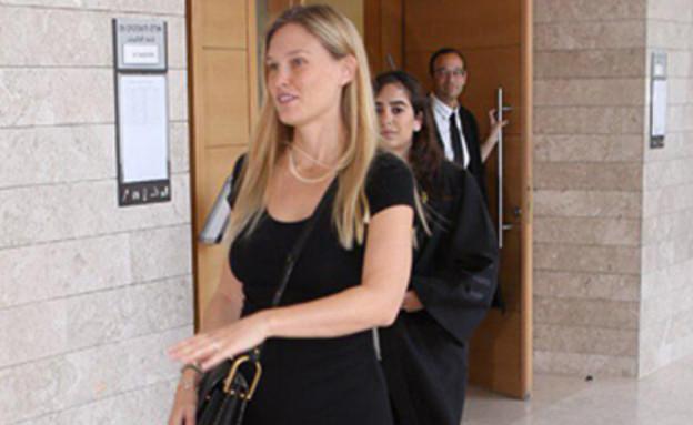 הדוגמנית בר רפאלי בבית המשפט (צילום: עופר חן, mako, חדשות)
