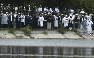 מתפללים באומן (צילום: רויטרס, חדשות)
