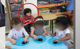 """בגלל אלרגיה: ילד בן 3 אוכל לבד בגן (צילום: מתוך """"חדשות הבוקר"""" , קשת 12)"""