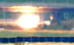 תיעוד הפגיעה ברכב וברקע הרכבת (צילום: מתוך שידורי חמאס, חדשות)