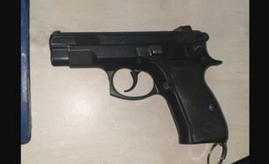 האקדח הטעון שאותר ברכבת (צילום: דוברות רכבת ישראל)