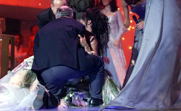 דנה אינטרנשיונל מועדדת בבמת האירוויזיון 99 (צילום: רויטרס, חדשות)