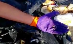 צפו בריאיון: הטבעת שאותרה בהררי האשפה (צילום: חדשות)