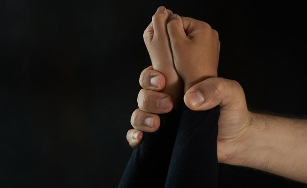 סימם את בנותיו וביצע בהן עבירות מין (צילום: Vasileios Karafillidis, 123RF)