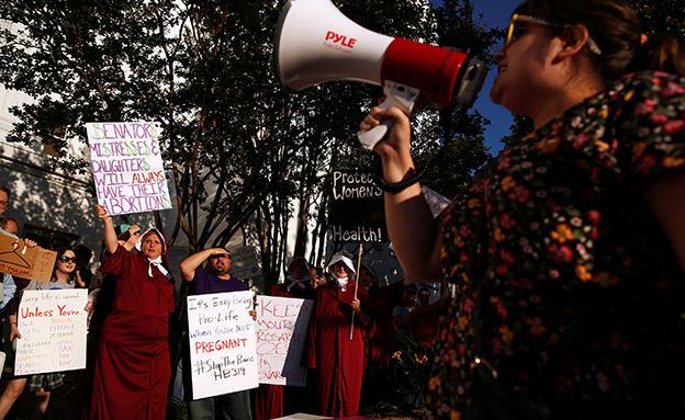הפגנה באלבמה נגד חוק ההפלות (צילום: רויטרס, חדשות)